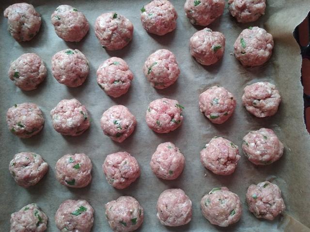 Chiftele la cuptor cu sos de rosii