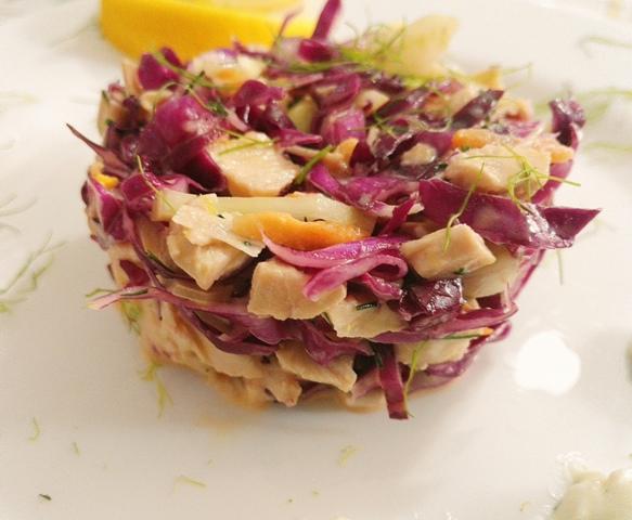 Salata de cruditati cu piept de pui si dressing de iaurt
