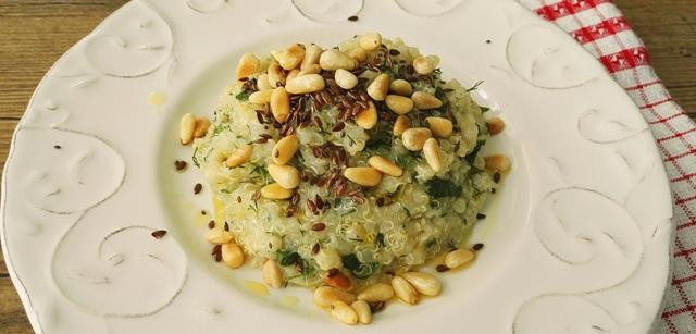Quinoa cu verdeata si seminte
